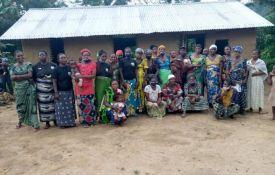 RDC : Caritas Congo sensibilise les communautés autochtones et locales au cours d'alphabétisation