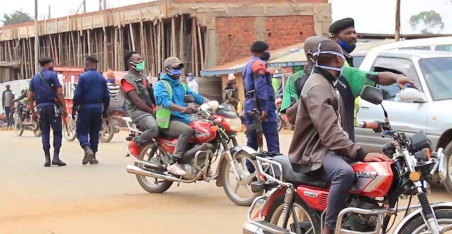 Covid-19: la police nationale sensibilise sur le respect des gestes barrières à Butembo