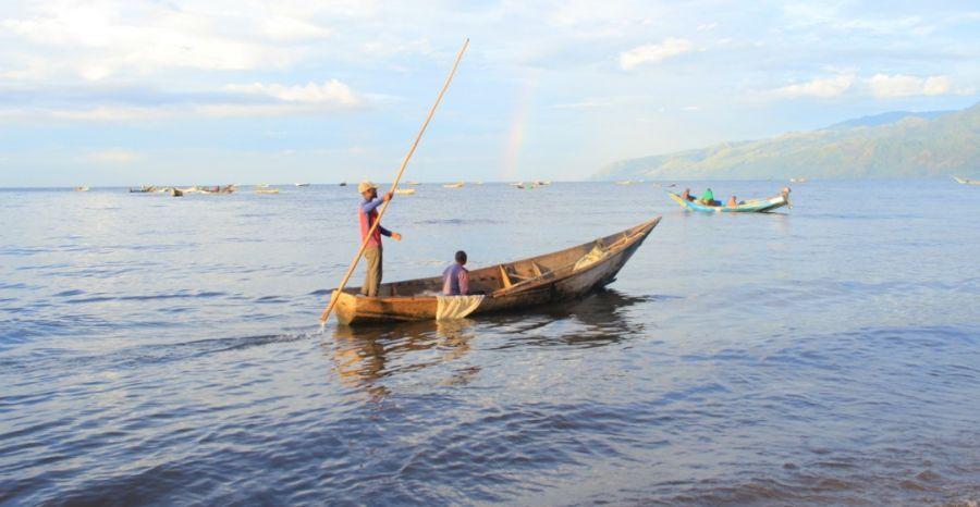 Nord-Kivu: Les pécheurs du lac Edouard soutiennent l'ICCN dans le processus de placage des pirogues