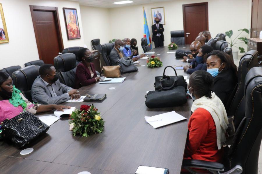 La société civile environnementale, dont l'OGF, rencontre Eve Bazaiba