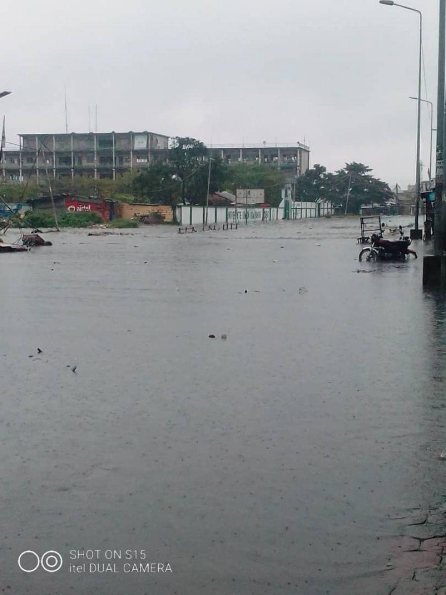 """Pluie diluvienne à Kinshasa : tout le travail de """"Kin Bopeto""""... à l'eau !"""